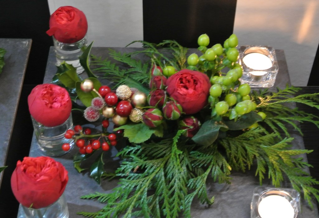 CHRISTMAS-FLORAL-SUSHI-TABLE-CENTRE-ON-SLATE-FACED-TERRACOTTA