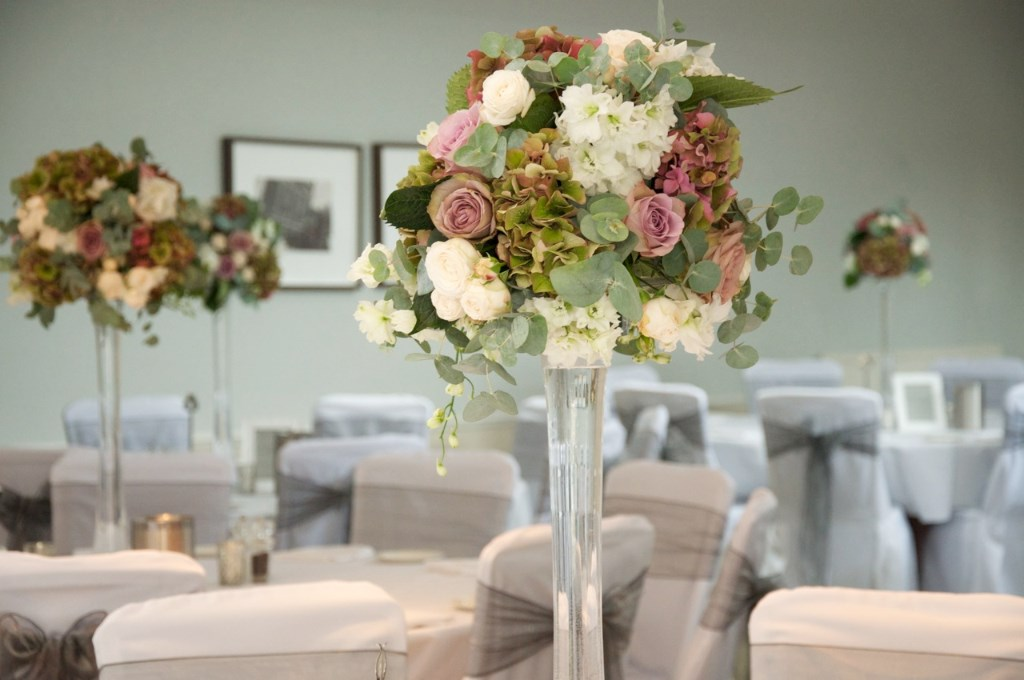 TALL-ROSE-AND-HYDRANGEA-ARRANGEMENT