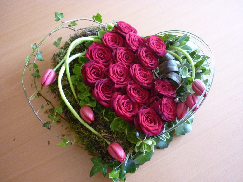 TEOTF-PINK-ROSES-HEART-FLORAL-TRIBUTE
