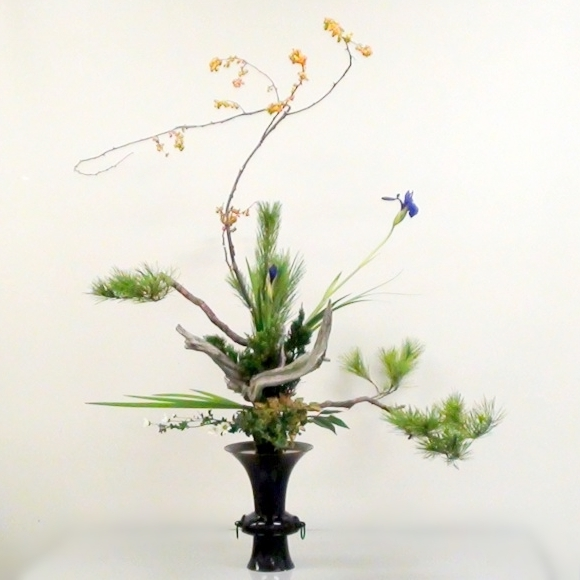 teotf-ikebana-arrangement-horizontal-plays-vertical