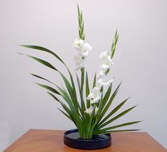 teotf-ikebana-white-arrangement