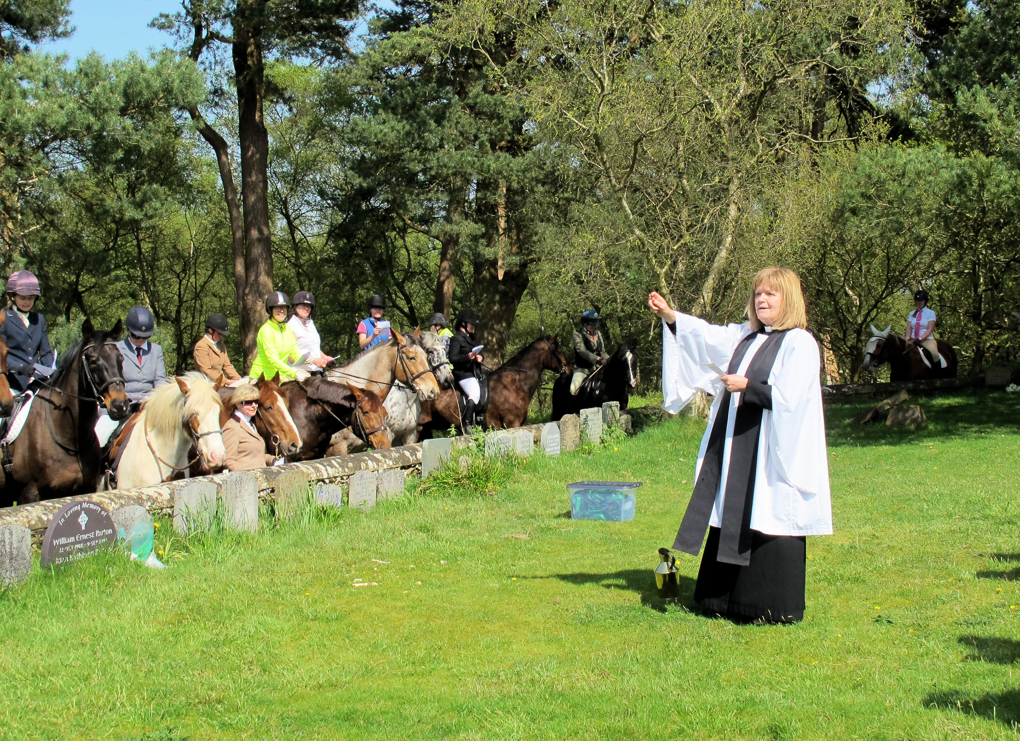 Reverend Stephanie Sokolowski conducting the service (photo by Denise Furlonger)