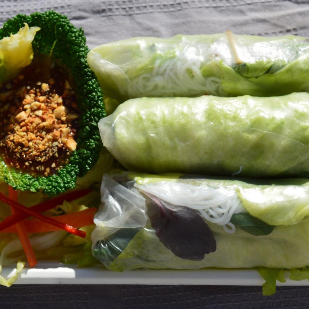 Vietnamese-spring-rolls-with-homemade-chilli-sauce